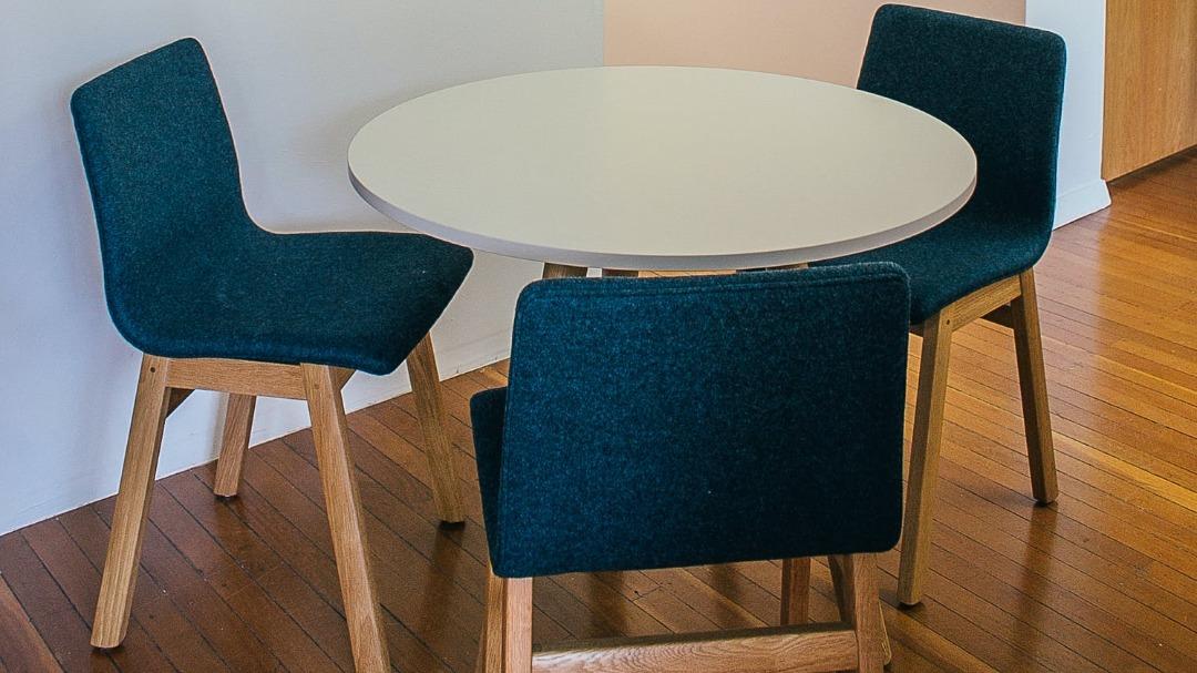 Skandynawskie krzesło w swoim mieszkaniu